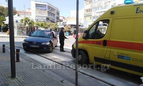 Λαμία: Ασθενοφόρο παρέλαβε ιερέα από αστικό λεωφορείο