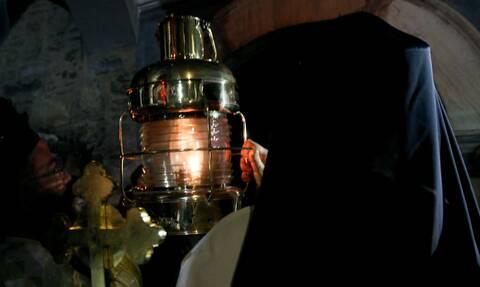Κορονοϊός: Πώς θα έρθει το Άγιο Φως στην Ελλάδα - Πού και πώς θα μεταφερθεί στην χώρα