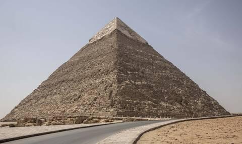 Κορονοϊός Αίγυπτος: Φαντασμαγορικές εικόνες από τις πυραμίδες της Γκίζας – Δείτε τι συνέβη (pics)
