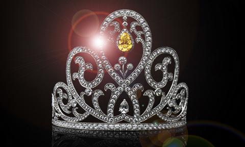 Κορονοϊός: Βασίλισσα της ομορφιάς έβγαλε το στέμμα της και βοηθάει αρρώστους (pics)