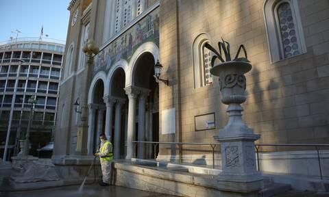 Κουκάκι: Ιερέας κοινωνούσε πιστούς από την πίσω πόρτα ναού - Έρευνα της Αρχιεπισκοπής