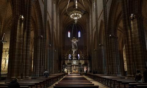 Κορονοϊός: Το... «ήσυχο» Πάσχα των Καθολικών - Άδειες εκκλησίες και έρημες πλατείες (pics)