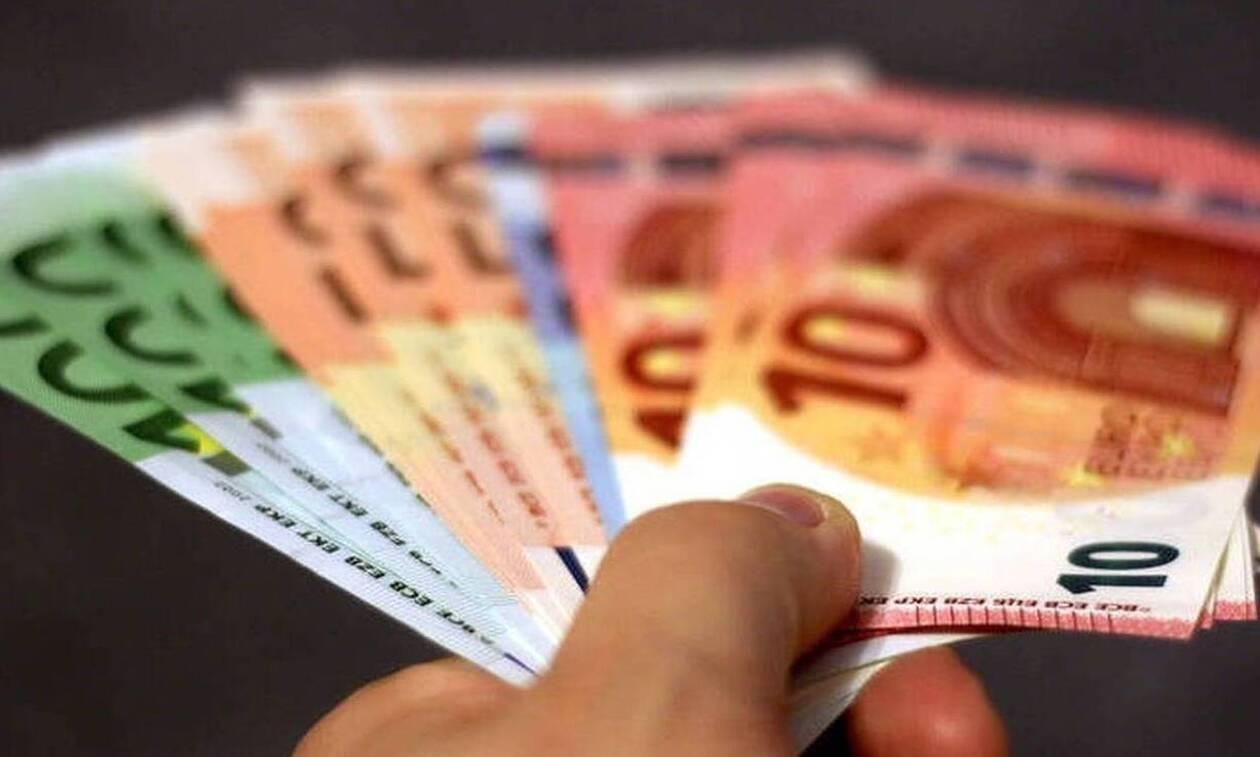 Μπαράζ πληρωμών: Στους λογιαριασμούς τα 800 ευρώ - Πότε θα μπουν οι συνταξεις Μαΐου