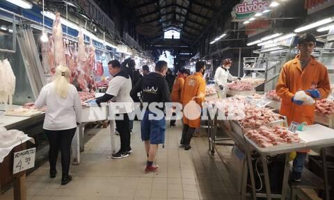 Κορονοϊός - Ρεπορτάζ Newsbomb.gr στη Βαρβάκειο: Χαμηλές τιμές, πεσμένη η κίνηση των καταναλωτών