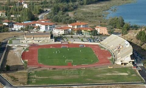 Απίστευτο! Κότες παίζουν… μπάλα σε ελληνικό γήπεδο (photos)