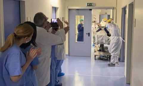 Κορονοϊός: Συγκλονιστικές εικόνες σε Αθήνα και Ηράκλειο – Η στιγμή που ασθενείς νικούν το φονικό ιό