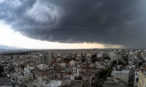 Καιρός: Έρχεται ψυχρό μέτωπο με καταιγίδες και χιόνια - Ποιες περιοχές θα πλήξει (ΧΑΡΤΕΣ)