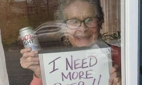 Κορονοϊός: Γιαγιά ζήτησε μπύρες για να αντέξει την καραντίνα - Της έστειλαν 10 καφάσια! (pics)