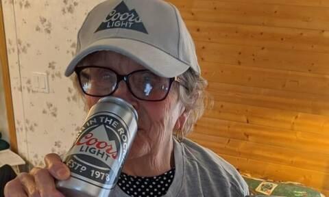Γιαγιά 93 ετών ζητούσε επιτακτικά μπύρες - Τρομερό το δώρο που πήρε (pics+vid)