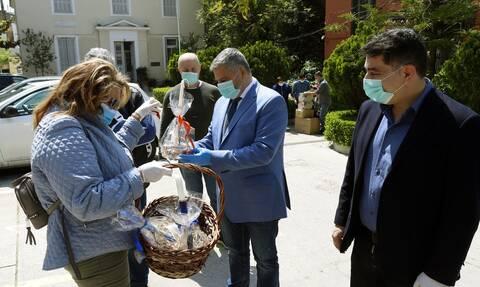 Ο Περιφερειάρχης Αττικής Γ. Πατούλης παρέδωσε υγειονομικό υλικό για τις ανάγκες του ασύλου Ανιάτων