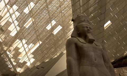 Συγκλονιστικές εικόνες: Ο κορονοϊός δεν σταματά τις εργασίες στο Νέο Μουσείο της Αιγύπτου