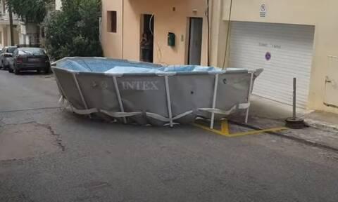 Κρήτη: Χαμός στον Άγιο Νικόλαο - Πισίνα «έφυγε» από την ταράτσα και άρχισε να… πετάει!