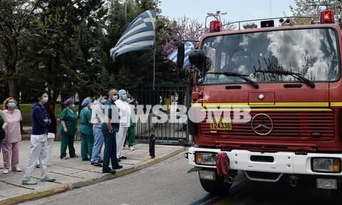 Κορονοϊός - Συγκλονιστικό: Πυροσβέστες είπαν «ευχαριστώ» σε γιατρούς και νοσηλευτές του «Σωτηρία»