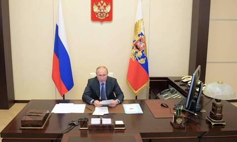 Путин поручил кабмину упростить порядок регистрации лекарств для профилактики COVID-19