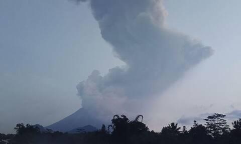 Δέος: «Κατάπιε» την Ινδονησία το ηφαίστειο Κρακατόα - Συγκλονιστικές εικόνες από δορυφόρο