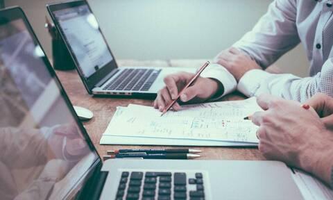 Επίδομα 800 ευρώ: Άνοιξε η πλατφόρμα για αυτοαπασχολούμενους και επιχειρήσεις–Οδηγίες για την αίτηση
