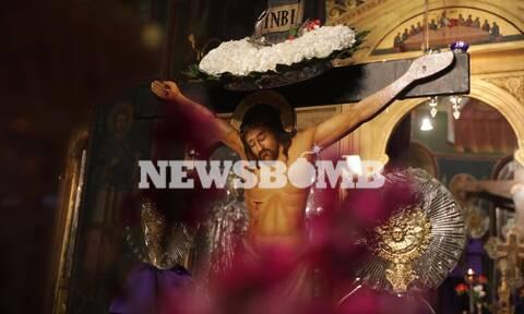 Ρεπορτάζ Newsbomb.gr: «Σήμερον κρεμάται επί ξύλου» σε άδειες εκκλησίες - Η διαφορετική Μεγάλη Πέμπτη