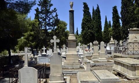 Κορονοϊός: Κλειστά θα παραμείνουν σήμερα τα κοιμητήρια