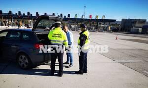 Κορονοϊός - Ρεπορτάζ Newsbomb.gr: Μπλόκο στις Αφίδνες - Πρόστιμα και αφαίρεση πινακίδων σε παραβάτες
