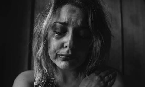 Τι πρέπει να κάνουν οι γυναίκες που υφίστανται ενδοοικογενειακή βία