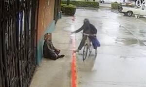 Έριξε βενζίνη σε άστεγο και του έβαλε φωτιά (Σκληρές εικόνες+vid)