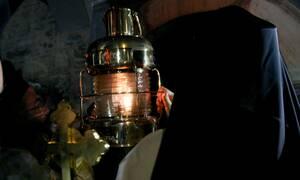 Κορονοϊός: Τι θα γίνει τελικά με το Άγιο Φως - Πώς θα φτάσει στην Ελλάδα