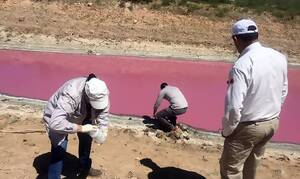 Θρίλερ με «ματωμένη» λίμνη - Τι συμβαίνει (pics)