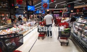 Ρεπορτάζ Newsbomb.gr: Τα ψώνια της τελευταίας στιγμής - Εξαντλούνται αρνιά και κατσίκια