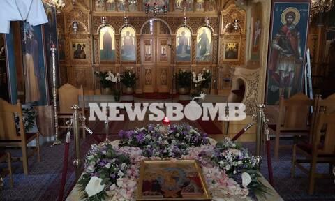 Κορονοϊός: - Ρεπορτάζ Newsbomb.gr: Άδειες οι εκκλησίες - Γιορτάστηκε η πρώτη Ανάσταση
