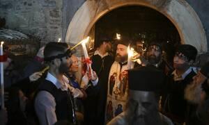 Κορονοϊός - Άγιο Φως: Βήμα-βήμα το φετινό, διαφορετικό ταξίδι από τα Ιεροσόλυμα μέχρι την Αθήνα
