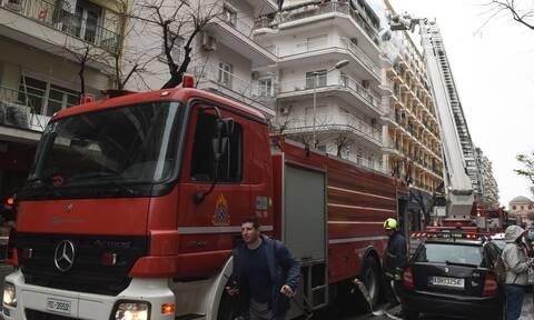 Φωτιά σε διαμέρισμα στα Πατήσια: Ένας σοβαρά τραυματίας - Μεγάλη επιχείρηση της Πυροσβεστικής