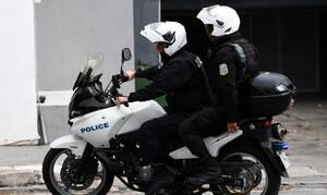 Κορονοϊός: «Έσπασαν» το μπλόκο της ΕΛ.ΑΣ «καμικάζι» με μηχανές στο Μαρκόπουλο