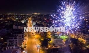 Πάσχα 2020: Ανάσταση από τα μπαλκόνια - Συγκινητικές εικόνες από όλη την Ελλάδα (vids+pics)