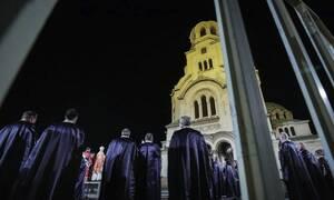 Κορονοϊός: Έσπασαν την καραντίνα στη Βουλγαρία - Συγκεντρώθηκαν στις εκκλησίες για την Ανάσταση