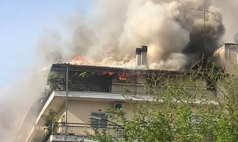 Τρίκαλα: Μεγάλη φωτιά σε πολυκατοικία