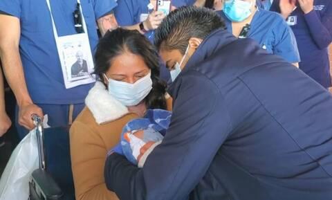 Γέννησε ενώ είχε κορονοϊό! Συγκλονίζει η στιγμή που παίρνει το μωρό στην αγκαλιά της 12 μέρες μετά!