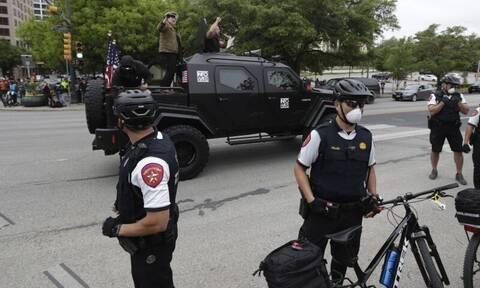Κορονοϊός: Χάος στις ΗΠΑ - Βγήκαν πολίτες με όπλα και απαιτούν να σπάσει η καραντίνα!