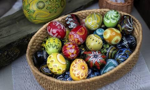 Ελληνική πατέντα: Έτσι τσούγκρισαν αυγά από… διαφορετικούς ορόφους (vid)