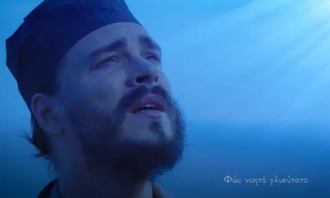 Ο ελληνορθόδοξος Αμερικανός βραβευμένος τραγουδιστής που προσεύχεται για τον κορονοϊό