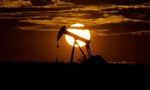 Ιστορική κατρακύλα: Κάτω του 0 δολαρίου η τιμή του αμερικανικού πετρελαίου