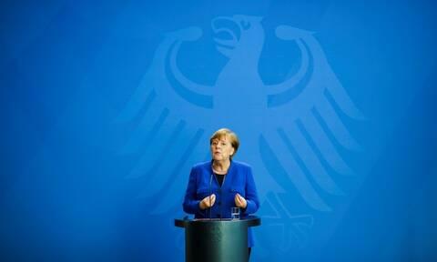 Η Μέρκελ απορρίπτει τα περί έλλειψης αλληλεγγύης στην ΕΕ - «Λαϊκιστές υποκινούν ανησυχία»