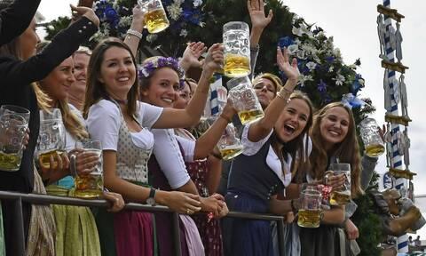 Κορονοϊός: Οι Ευρωπαίοι αποχαιρετούν τη μπύρα και τους ταύρους (pics)
