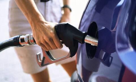 Ρεπορτάζ Newsbomb.gr: Γκρεμίζεται η τιμή του πετρελαίου - Αυτοψία στα πρατήρια της Αθήνας