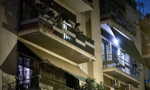 Κορονοϊός: Συνωστίζονται στο... σπίτι οι Ευρωπαίοι - Τι γίνεται στην Ελλάδα