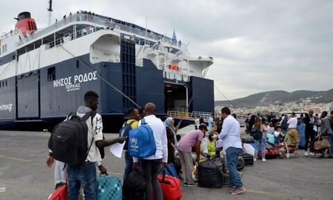 Μηταράκης: Μεταφορά 2.000 προσφύγων στην ενδοχώρα εντός του μήνα