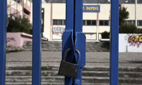Κορονοϊός: Θ' ανοίξουν ή όχι τα σχολεία; Τα δύο «στρατόπεδα» μεταξύ των ειδικών και τι υποστηρίζουν