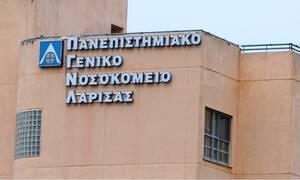 Κορονοϊός: Με χειροκροτήματα βγήκε ο πρώτος ασθενής από την ΜΕΘ του Νοσοκομείου Λάρισας