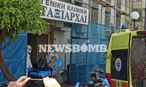 Κορονοϊός: Το Newsbomb.gr στην κλινική «Ταξιάρχαι» - Καρέ-καρέ η μεταφορά των ασθενών