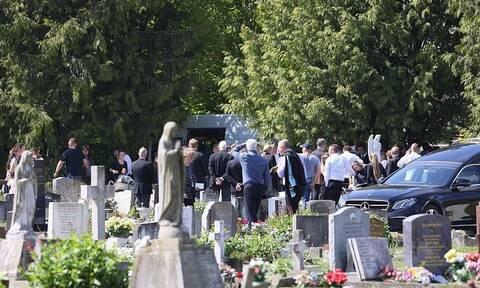 Εικόνες - σοκ σε κηδεία λόγω κορονοϊού - Δείτε τι συνέβη