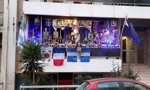 Αυτό είναι το πιο ΤΡΕΛΟ μπαλκόνι σε ολόκληρη την Ελλαδα! (pic)